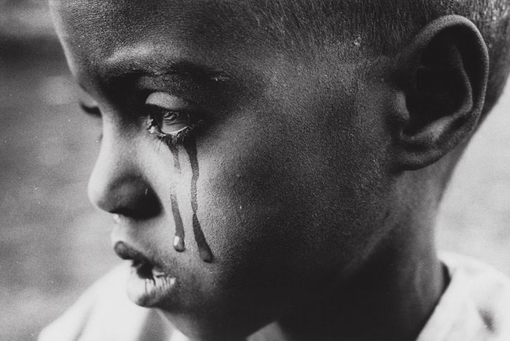 RETO 5: Una foto preciosa de Sebastiao Salgado donde un niño llora #RetoVisual0911 #CA0911