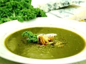 Kale soup with gorgonzola