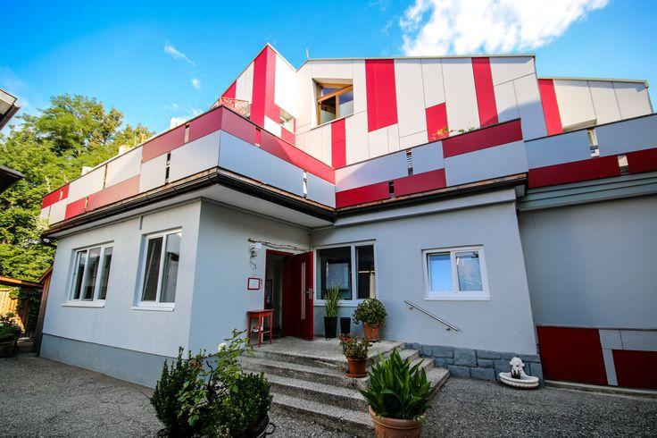 neue Fassade, Jugendhotel, Kinder, Jugendliche, Villach, Landskron, Kärnten, Blumen, Garten