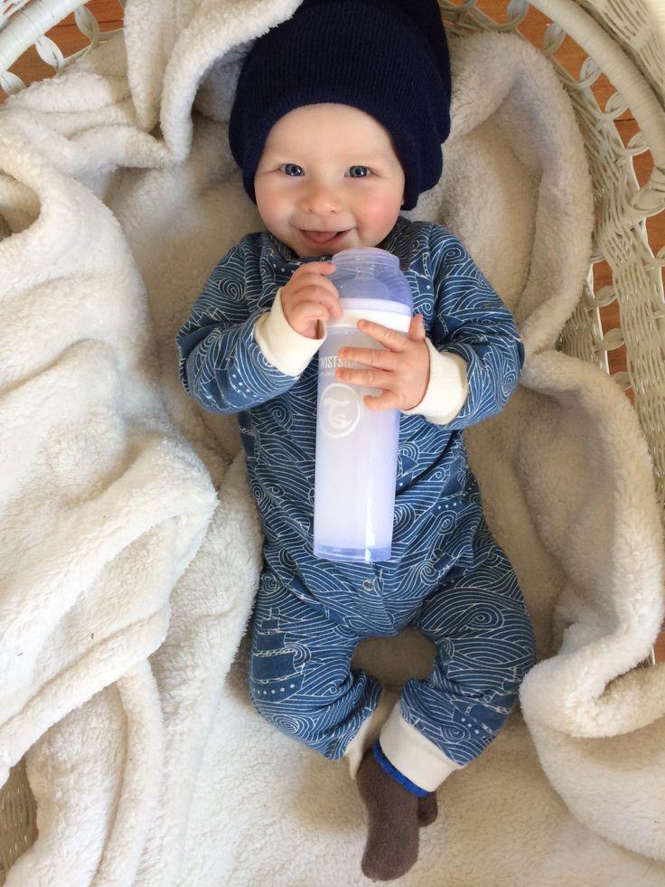 Hug to the best baby bottle!