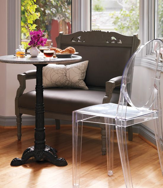 French Inspired home - cafe table with ghost chairBistros Interiors, Bistro Tables, Breakfast Nooks, Interiors Design, Eclectic Dining, Ghosts Chairs, Dining Nooks, Style At Home, French Style