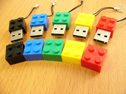 Solid Alliance offers up Lego-like USB flash drives -- Engadget
