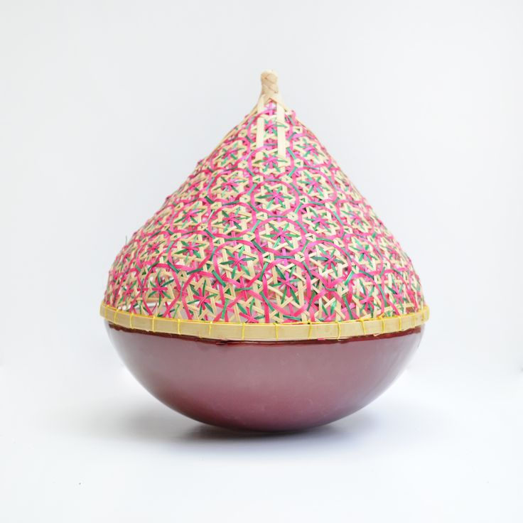 Bol de cerámica artesanal y cubreplatos de bambú hechos a mano en Tailandia #ceramica #menage #ceramicdesign #artesania #handmade #tailandia #color #ceramic #pottery #clay #deco #cocina #bol #thai #cubreplatos #bambu