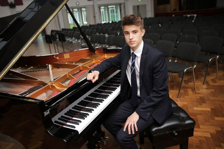 A very talented School Captain from Ashford College this year is James Short. A highly talented pianist and 'cello player, James is studying Music, Economics and History at A Level. He has just won a place at Oxford University. Congratulations! #ukboarding #Brexit #educationUK #mixed #boarding #schools #in #england #10boarding #high #schools #in #england #10 #bestboardingschool #in #england