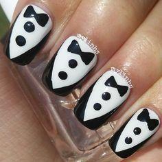 Diseño de Uñas en Blanco y Negro 12