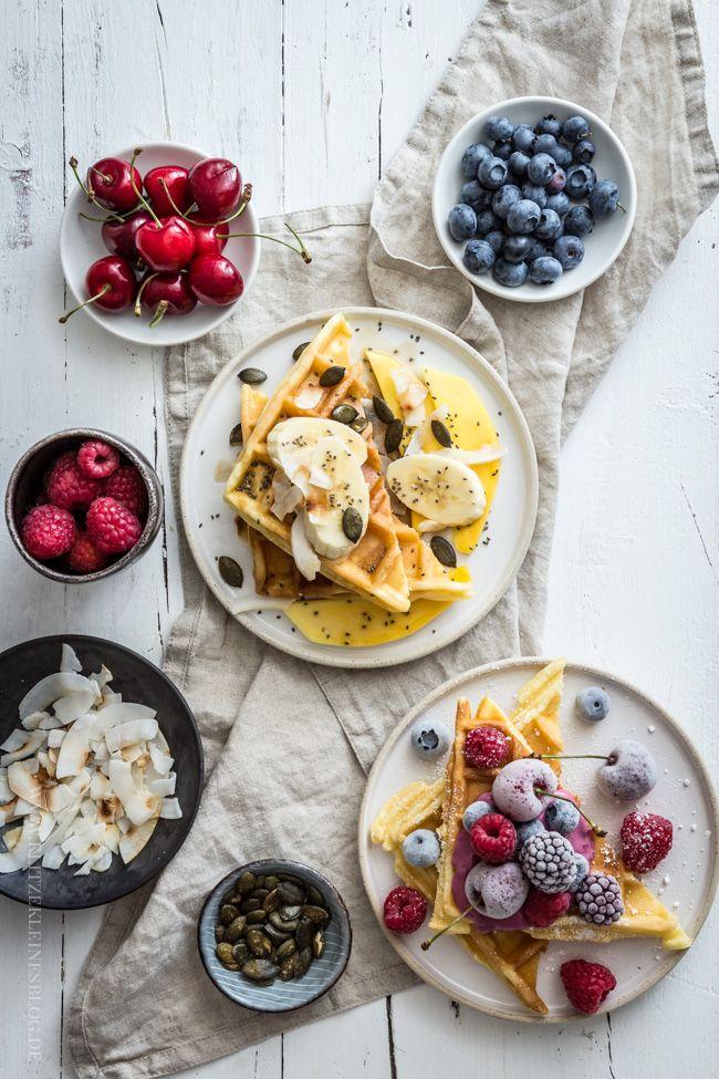 Das Waffelbuffet ist eröffnet! Das einfache Rezept für beste Vanille Joghurt Waffeln und wie man sie pimpen kann.