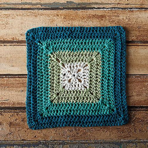 This granny square pattern is the perfect quick and easy dishcloth. Using only double crochet, it's easy to memorize and is great for a beginner crocheter. The best part? The transitioning color stripes are easy to customize to your kitchen's color scheme!