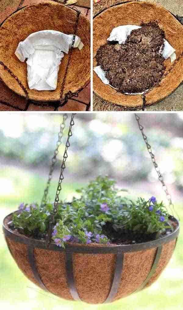 Utilisez des couches pour garder humidité dans les pots de fleurs