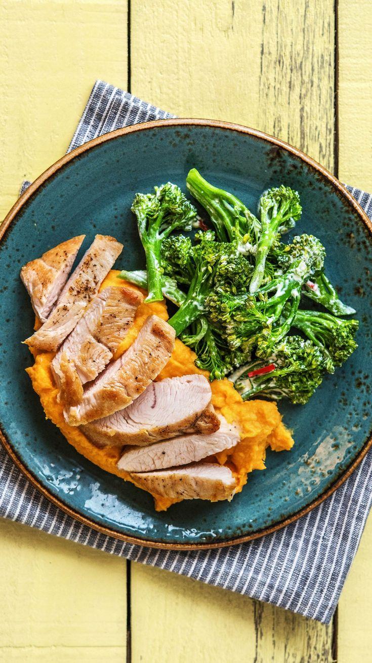 Putenbrustfilets mit Brokkolinigemüse und cremigem Kartoffel-Karotten-Püree