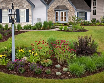 Fresh and beautiful front yard lanscaping ideas (73)