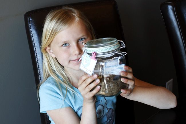 Why not get your kids in on the fun? Jamie Harder created this adorable Palm Beach-y memory jar to preserve their vacation memories and the fun things her girls collected on the beach: