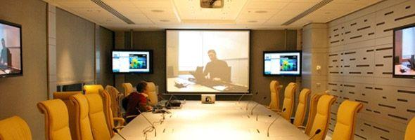 #Vidéoprojecteurs Un vidéo-projecteur est un appareil de projection qui permet de reproduire sur un écran ou surface murale blanche, une source vidéo ou informatique.