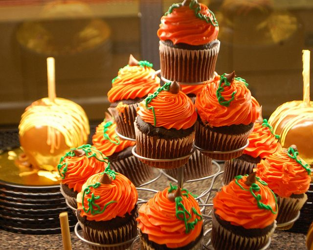 518 best Cakes Cupcakes Thanksgiving images on Pinterest Petit
