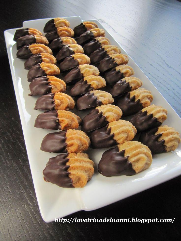 La vetrina del Nanni: Biscottini con Mandorle glassati al Cioccolato