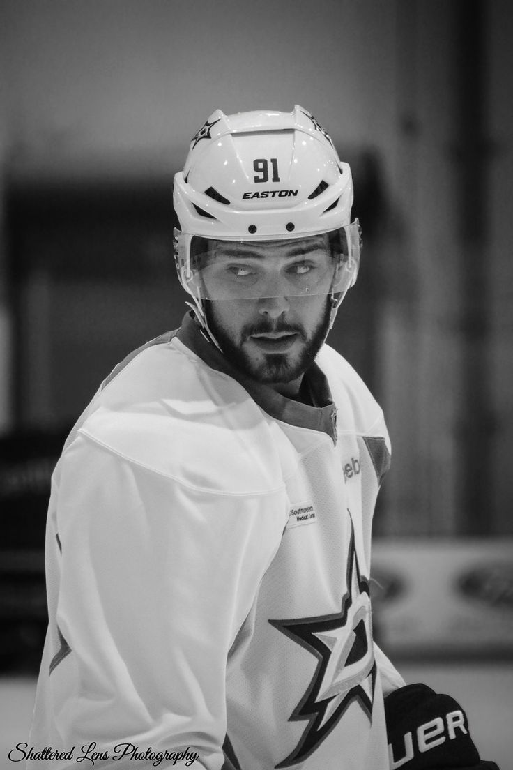 A New Star Is Rising...   shattered-lens-photography:   Tyler Seguin ...