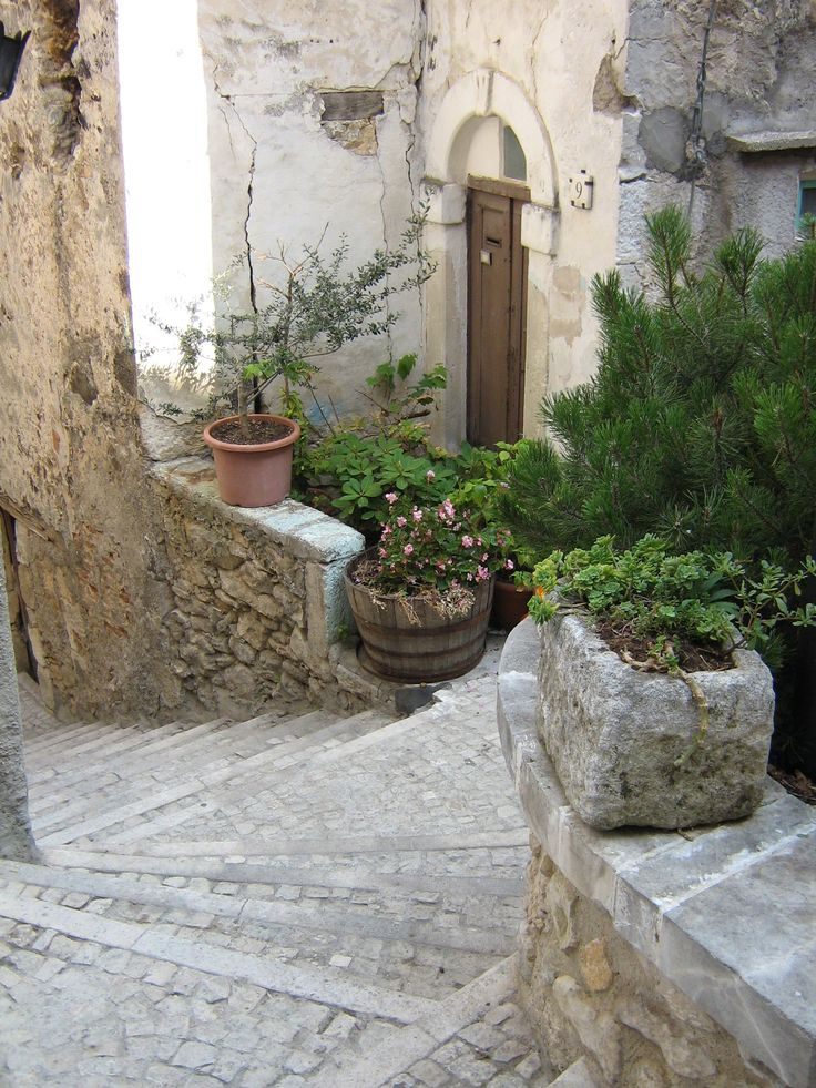 The whole village of Pretoro is made up of steps.