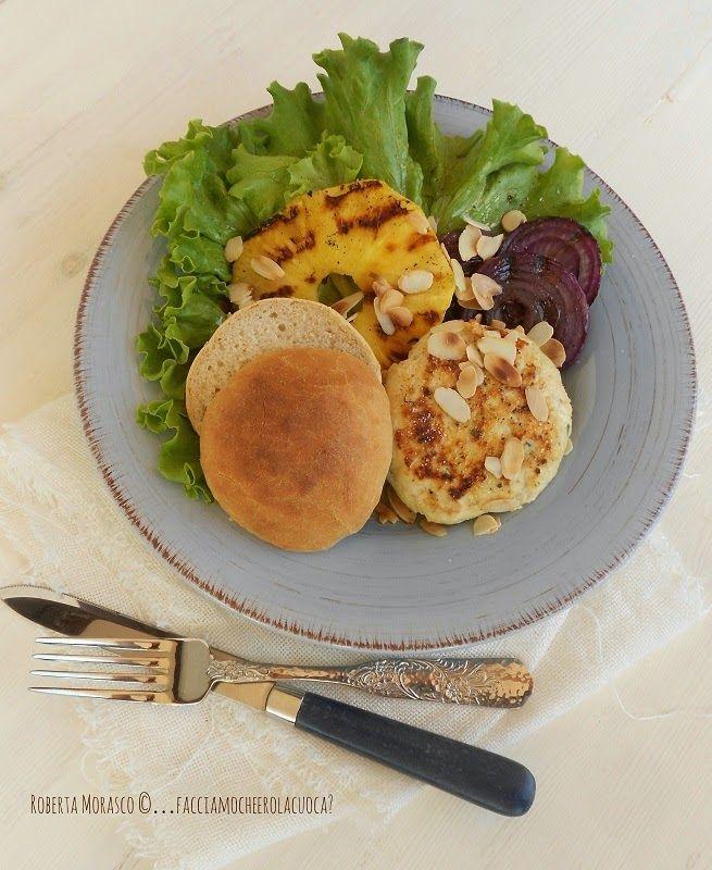 HAMBURGER di POLLO con ANANAS GRIGLIATO e PANINI HOME MADE  http://facciamocheerolacuoca.blogspot.it/2014/09/hamburger-di-pollo-con-ananas-grigliato.html