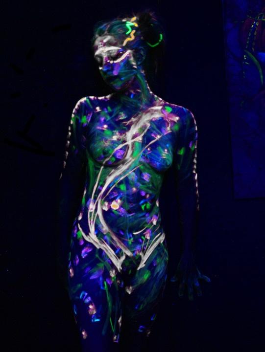 UV Blacklight body painting Artist: Joel Hernandez ...