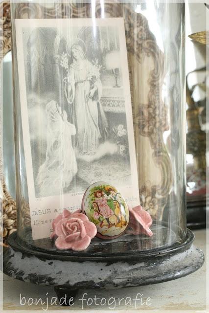 beautiful cloche goodies: Cloches Lovin, Cloches Wond, Beautiful Cloche, Cloche Goodies, Eggs, Cloches Jars Shak, Dispay Ideas, Cloche Art, Bonjade