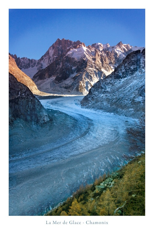Le Mer de Glace à Montenvert - Départ de Chamonix en petit train : visite du glaçorium, de la galerie des cristaux et descente en téléphérique puis des 430 marches pour la grotte des glaces. 16/03/15