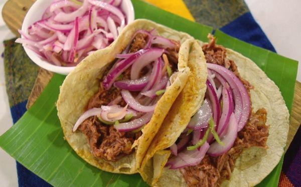 Originario de Yucatán, este platillo no debe de faltar en tu mesa. Por ello te decimos cómo hacer cochinita pibil paso a paso.