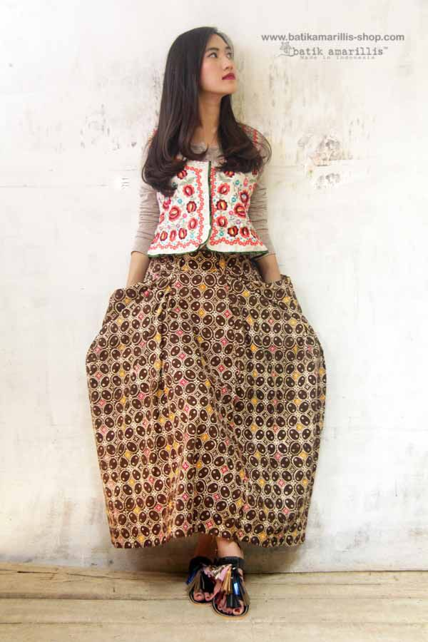 Batik Amarillis's Bohemian summer skirt unique skirt with irregular hem, it's all about edginess, individual, romantic, and free-spirited.. with 2 big pockets, side zipper and elastic band, it's Freesize (best fit for waist 72 - 85cm)