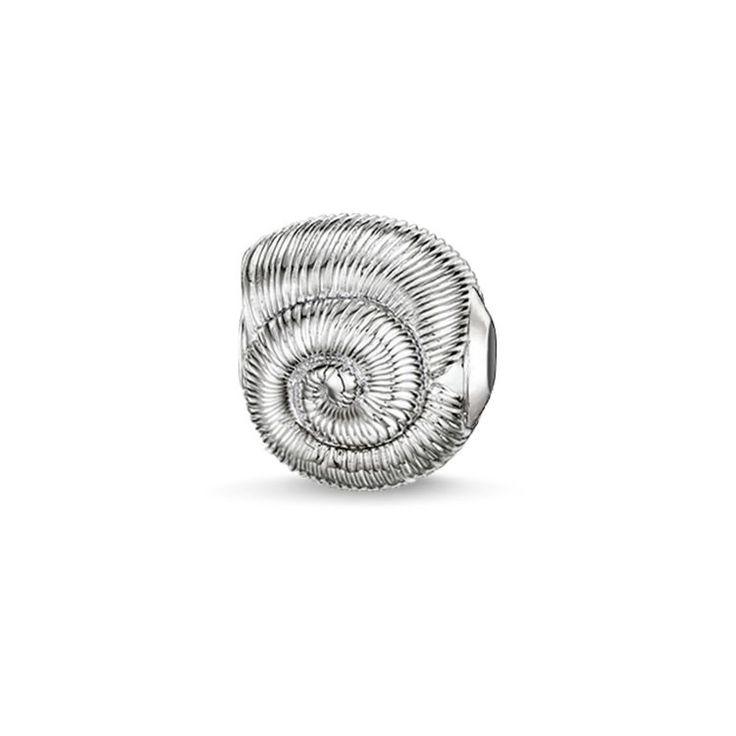 THOMAS SABO Karma Bead aus der Sterling Silver Kollektion. Die spiralförmige Muschel symbolisiert weibliche Schöpfungskraft und den Beginn etwas Großem. [Artikeltabelle]Kategorie:Karma Bead Material:925er Sterlingsilber Maße:Größe ca. 1,1 cm (0,396 Inch) Artikelnummer:K0150-001-12[/Artikeltabelle]