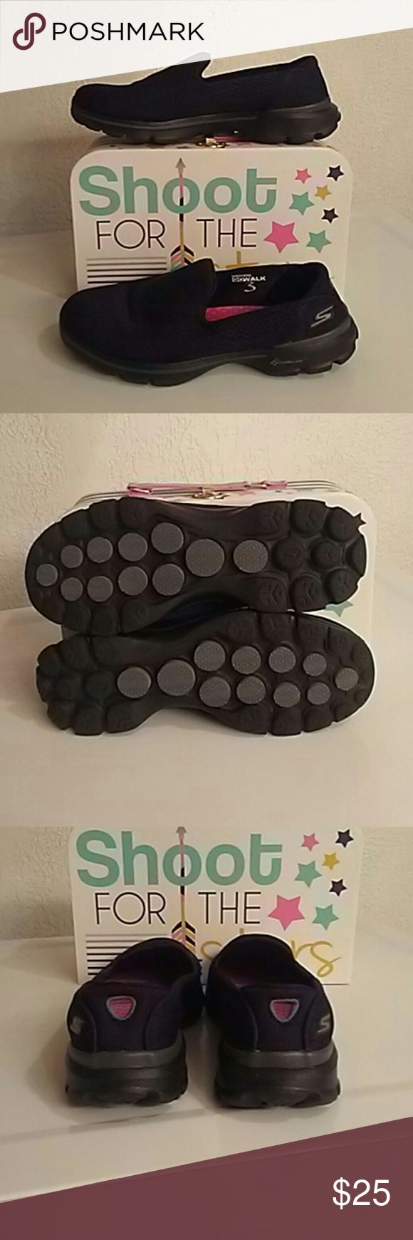 🎉FINAL SALE🎉Skechers Go Walk Skechers Go Walk with Goga mat technology excellent used condition only wore about 3 times these shoes are so comfortable for an afternoon of shopping or a walk on the beach price is firm Skechers Go Walk Shoes