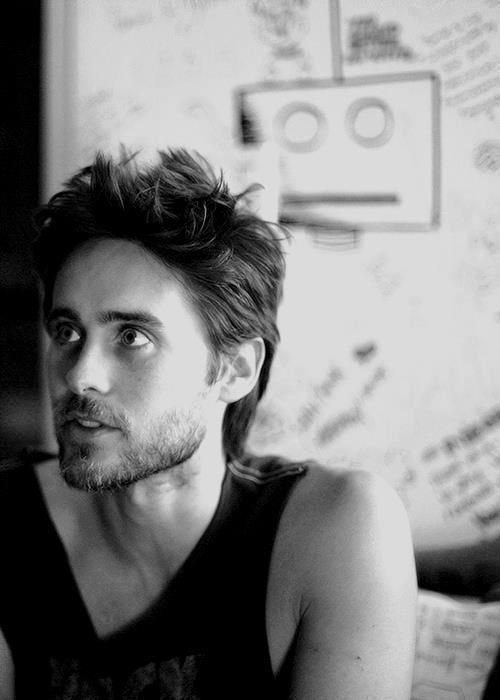 jared leto. how did I manage to miss including this sexy mug in this list thus far? mmm.    I didn't write that I promise