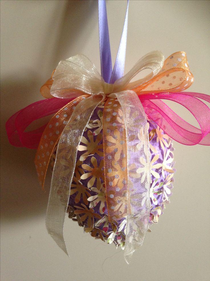 uovo polistirolo decorato carta e nastri