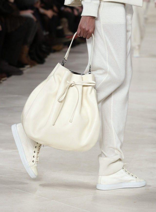 Motebloggen » Lys og lekker minimalisme. Mote, trender,  kjoler, bukser, topper, miljø, stoffer, fashion, white, trends, dress, accesories, veske.