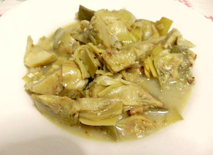 Alcachofas en salsa, disfruta de un plato de verduras tan rico que te costará creerlo. Las alcachofas son buenas aliadas para comer de forma saludable