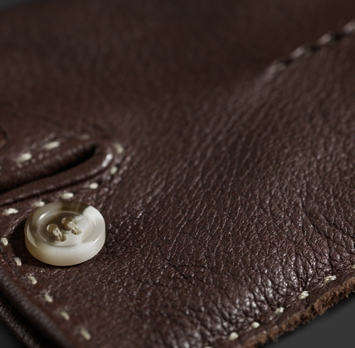 ROECKL: Handschuhe, Seidentücher, Strickaccessoires » Roeckl erleben » Wissen » Pflegehinweise » Lederwaren