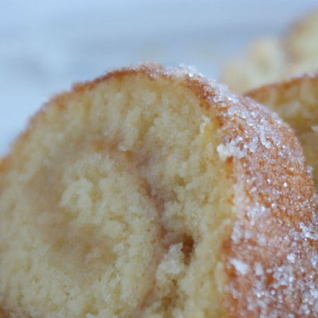 Glutenfri rulltårta eller tårtbotten.  3 ägg 2 dl socker 2 dl Semper Mix 1/2 dl potatismjöl  - Vispa ägg och socker pösigt. - Blanda mix och potatismjöl och blanda i det försiktigt.  - Bred ut smeten jämnt på smörpapper i en långpanna, ca 30 x 40 cm.  - Grädda i 225 grader ca 5 minuter.