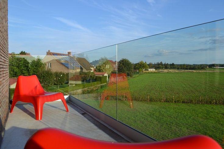 Afsluiting van een balkon met vrijstaand glas zeer strak for Urban glass fencing