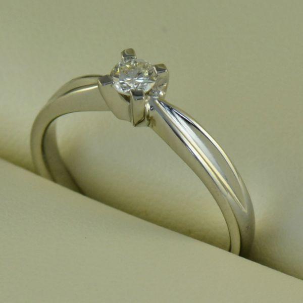 Inel de logodna din aur alb cu diamant - Artofdiamonds.ro http://www.artofdiamonds.ro/inele-de-logodna-1/inele-de-logodna-cu-diamant/inel-de-logodna-din-aur-alb-cu-diamant #diamante  #ineledelogodnacudiamant #inelcudiamant #diamonds #diamondengagementrings #diamondrings