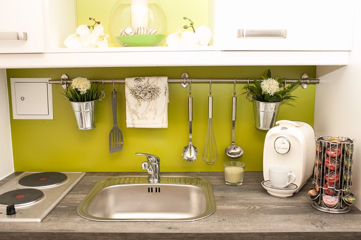 Small kitchen idea cute green flowers kitchen for Cute kitchen ideas for apartments