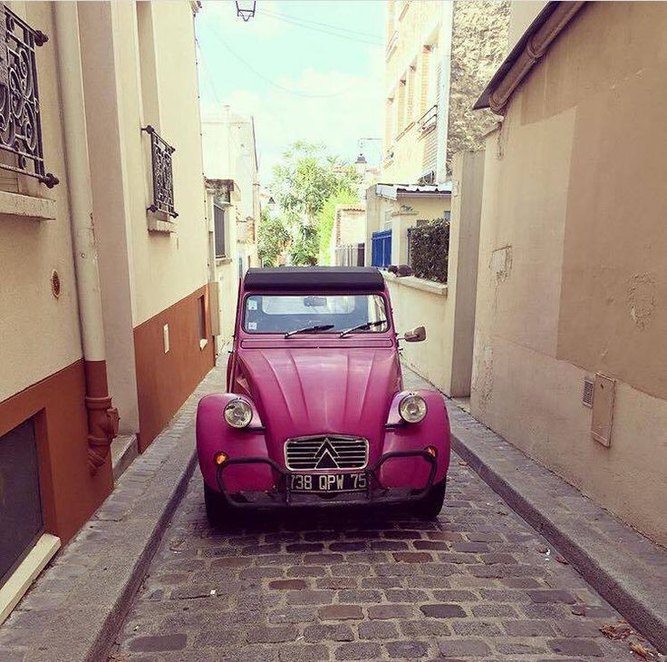 Always having good time in #2CV timeless style. Thanks to @sophiel_c for this picture!