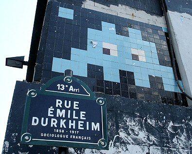 La rue Emile-Durkheim (Paris 13ème) et son Space Invador