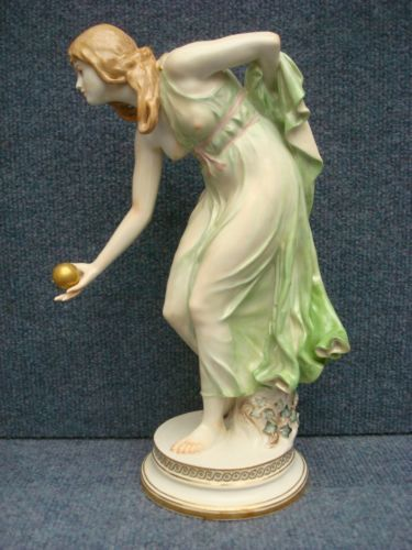 "Meissen Porcelain Figurine of a Girl Bowling by Walther Schott ""KUGELSPIELERIN""<br/>Figurines - 63526"