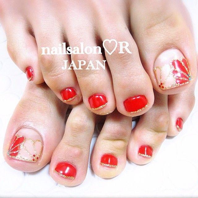 Burnt orange - Cream - Gold glitter - Flowers - Toe nail design