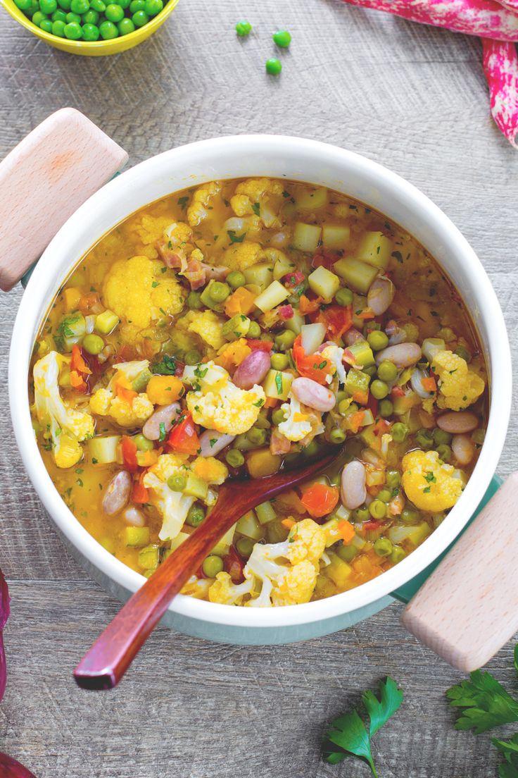 Minestrone di verdure: colorato, genuino e buonissimo. Scopri la nostra versione! [Vegetable soup]