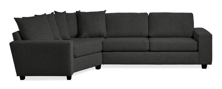 Friday är en rymlig soffa med bra komfort och lite högre ryggstöd. Denna variant är en 2,5-sits soffa med cosy hörn till vänster och plymåer i ryggen. Du kan välja på olika armstöd och om du vill ha höga eller låga ben. De högre benen underlättar vid städning, samtidigt som det blir lättare att resa sig ur soffan. Friday finns att få i många tyger, läder och färgkombinationer. Köp gärna till en eller flera nackkuddar.