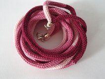 collana da donna in lana, tonalità rosa