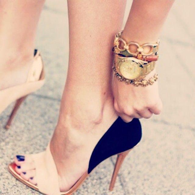 Nude + black heels. YES!