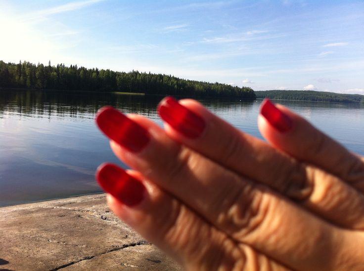 Kesämaisemaa ja Oriflamen uusi kynsilakka.
