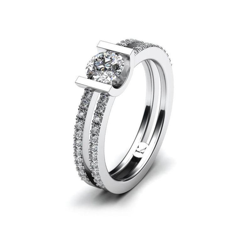 Krásný elegantní prsten s centrálním 4,00 mm kamenem a 44× 1,00 mm menšími kameny, které jsou zafasovány do poloviny prstene.
