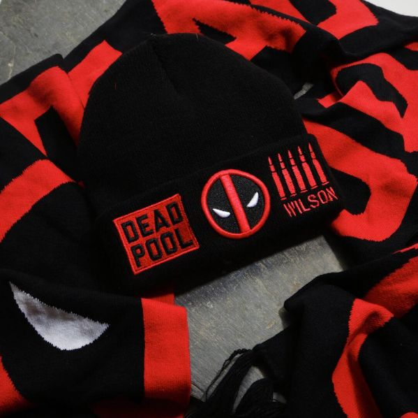 Deadpool perfection // Deadpool Beanie and Scarf
