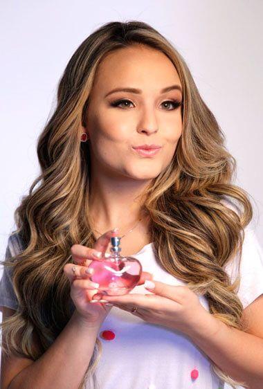 Larissa Manoela é a celebridade favorita do público jovem. Ela acabou de lançar uma Coleção para a Jequiti, com perfume, loção e shower gel. Conheça!