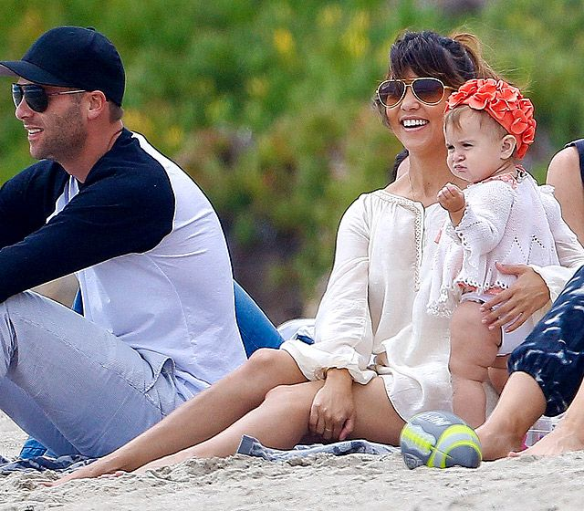Oh em gee, how adorable is lil Penelope in her swim cap? Love it! We dig her momma Kourtney Kardashian's oversized gold aviators too! So chic!